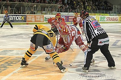 Face-off - czech hockey extraleague Editorial Photography
