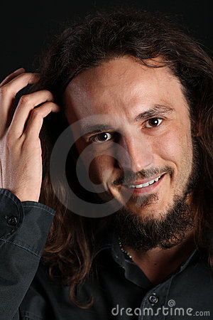 Faceta h przystojny portreta uśmiech przystojny