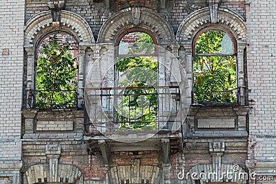 Fachada de construção abandonada