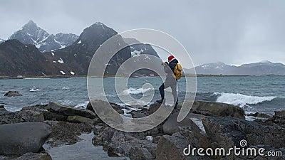 Fachowy fotograf robi fotografiom ocean sceniczna krajobrazowa natury przygody przygoda Norwegia zbiory