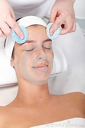 Facial beauty treatment