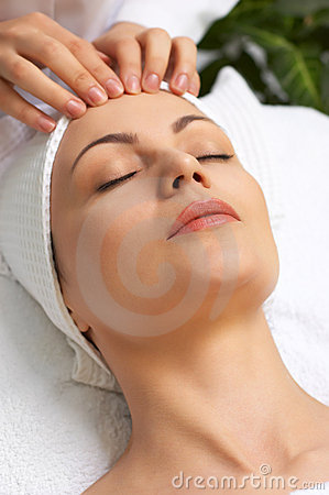 Facial massage (beauty salon series)