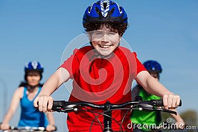 Faire du vélo de famille