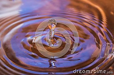 Fallande vattendroppe