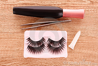 False lashes a