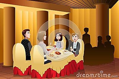 Famiglia che mangia fuori in un ristorante immagini stock libere da