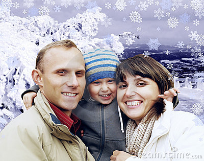 Famiglia felice in inverno