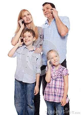 Famiglia, parlante sul telefono