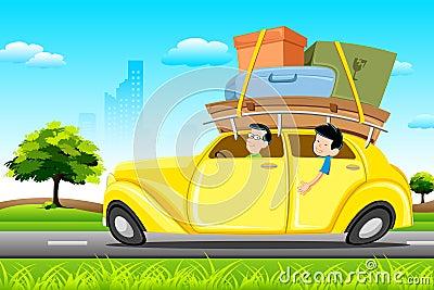 Famil im Auto auf Ausflug