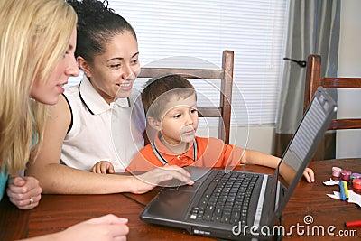 Familie auf dem Computer