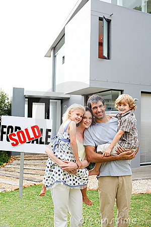 Free Family Buying A House Royalty Free Stock Photos - 9456408