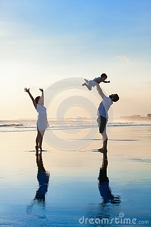 Free Family - Father, Mother, Baby Walk On Sunset Beach Royalty Free Stock Photos - 104929378