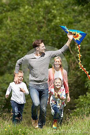 Free Family Flying Kite In Countryside Stock Images - 33075984