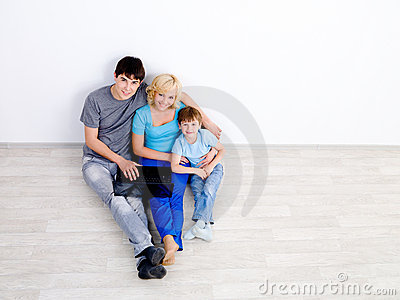 Family with laptop - high angle