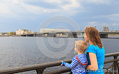 Family looking at Riga