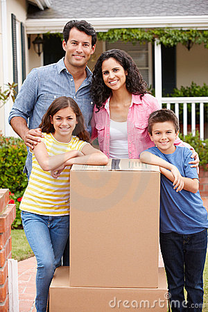 Free Family Moving Into New House Royalty Free Stock Photo - 21156985