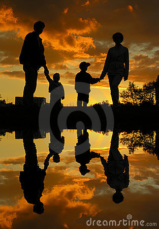 Free Family Of Four Sunset Water Royalty Free Stock Images - 1024639