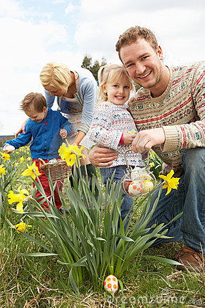 Free Family On Easter Egg Hunt In Daffodil Field Stock Images - 15934894