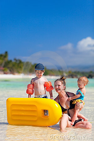 Free Family On Vacation Royalty Free Stock Images - 13720399