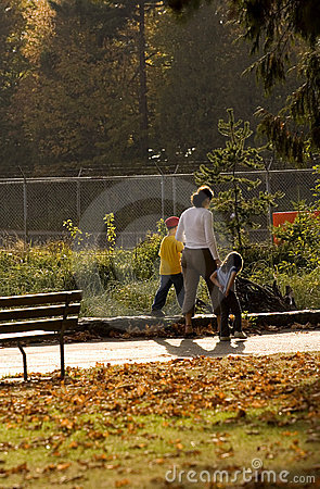Free Family Outing In The Park Stock Photos - 245653