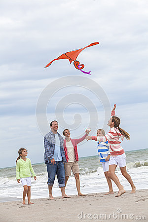 Free Family Parents Girl Children Flying Kite On Beach Royalty Free Stock Photography - 36554937