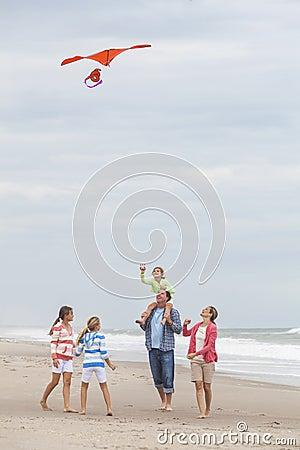 Free Family Parents Girl Children Flying Kite On Beach Stock Photos - 40002983