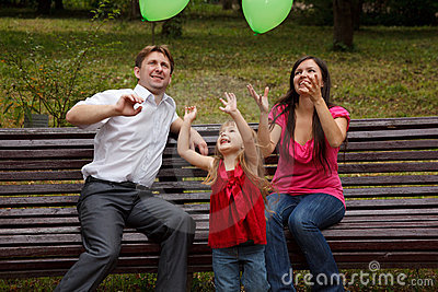 Family play with green balloon.