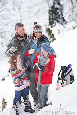 Free Family Stopping For Hot Drink And Snack Stock Photography - 14189122
