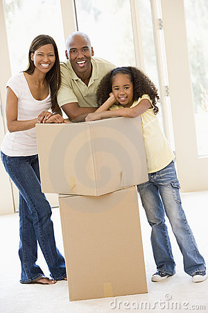 Free Family With Boxes In New Home Smiling Royalty Free Stock Images - 5943039