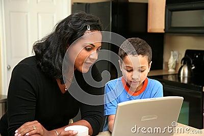 Família no computador