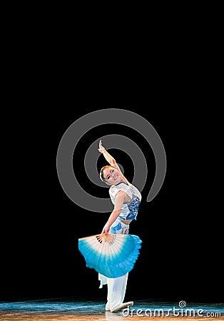 The fan dance basic training--Chinese folk dance