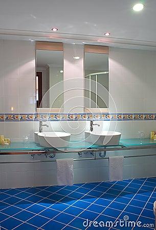 Free Fancy Bathroom Royalty Free Stock Photos - 697678