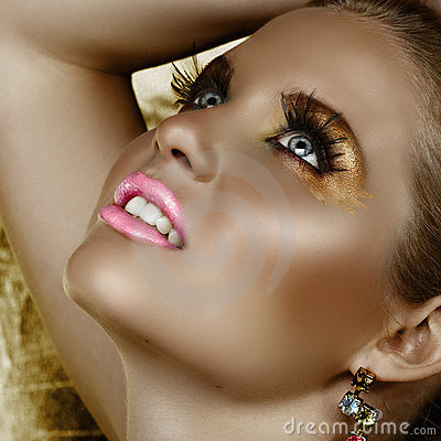 Fantasy golden make-up