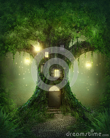 Free Fantasy Tree House Royalty Free Stock Photo - 33718885