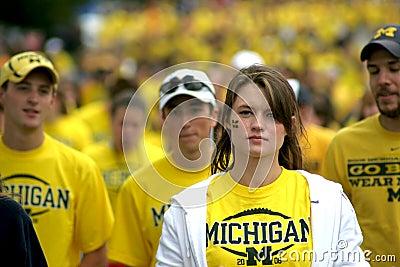 Fanáticos del fútbol de Michigan Foto editorial