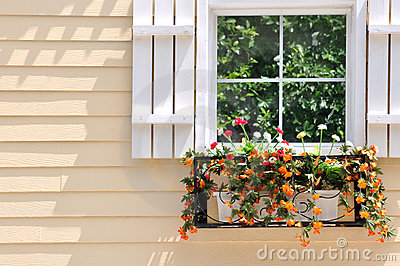 Farbige Architektur und Fenster