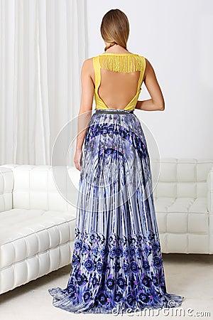 Farbiges Kleid