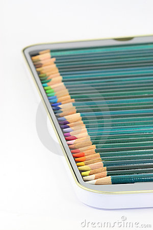 Farbtonbleistifte im Zinn