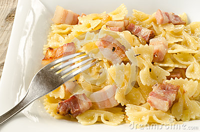 Farfalle with bacon