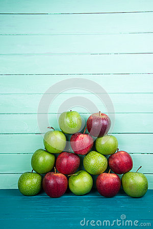 Free Farm Fresh Pyramid Of Organic Red And Green Autumn Apples On Woo Stock Photo - 44989800