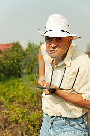 farmer-pitchfork-17156053.jpg