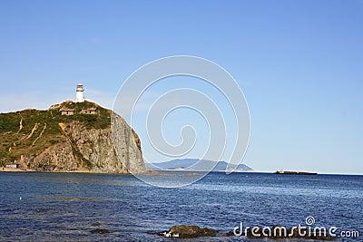 Faro en una roca