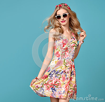Free Fashion Beauty. Sensual Blond Model. Summer Outfit Stock Photo - 93479510