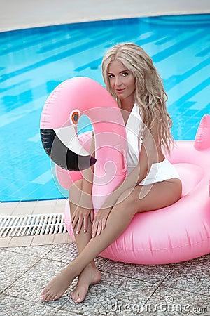 Free Fashion Blond Model Woman In White Bikini Posing On Pink In Royalty Free Stock Photos - 125912008