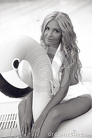Free Fashion Blond Model Woman In White Bikini Posing On Pink In Royalty Free Stock Photos - 125912348