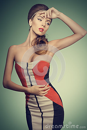Free Fashion Female With Vogue Dress Royalty Free Stock Image - 42702636