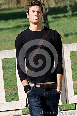 Free Fashion Guy Cool Model Outdoor Royalty Free Stock Photo - 43665375