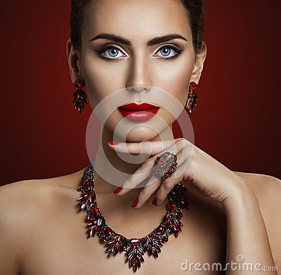Free Fashion Model Beauty Makeup, Red Stone Jewelry, Retro Woman Stock Photos - 104801233