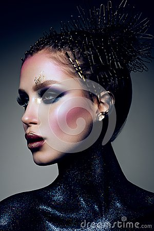 Free Fashion Model With Bright Makeup And Colorful Glitter Royalty Free Stock Photography - 118952527