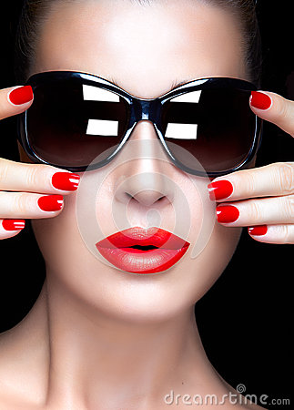 Free Fashion Model Woman In Black Oversized Sunglasses. Bright Makeup Royalty Free Stock Images - 48868439
